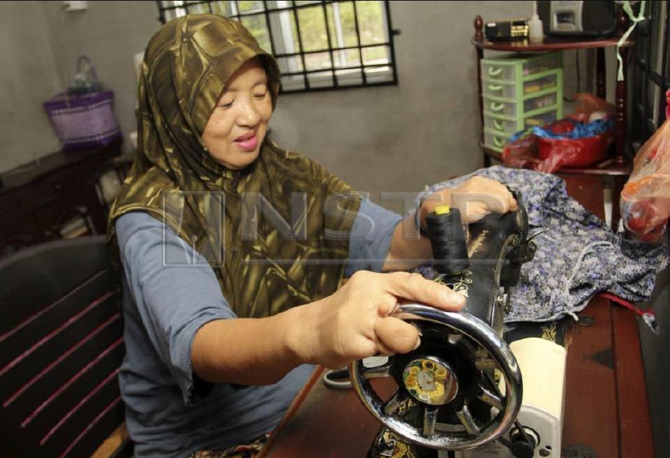 Cacat kaki, tangan tetap mampu jahit baju