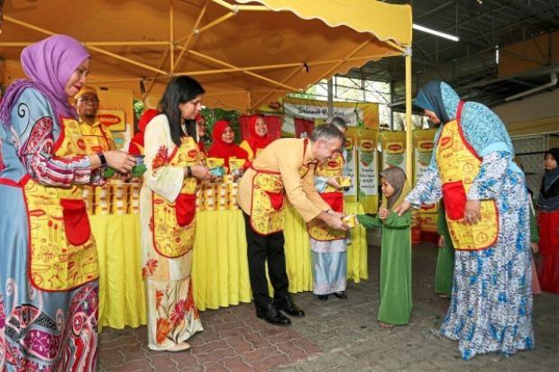 Bringing joy of season, goodness of bubur lambuk to the needy